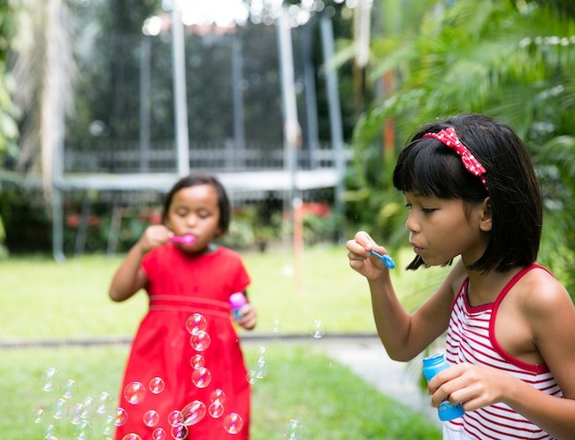 5 Sarah Salmon daughters blowing bubbles