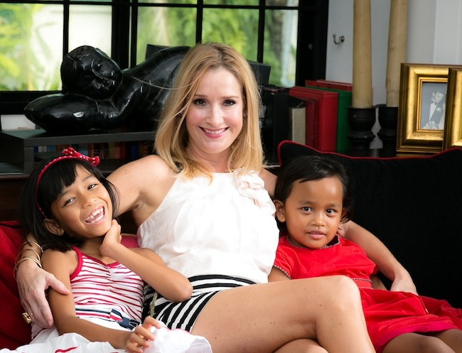 7 Sarah Salmon on the sofa with daughters