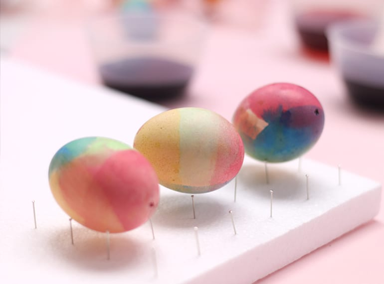 How to make dip-dyed Easter eggs