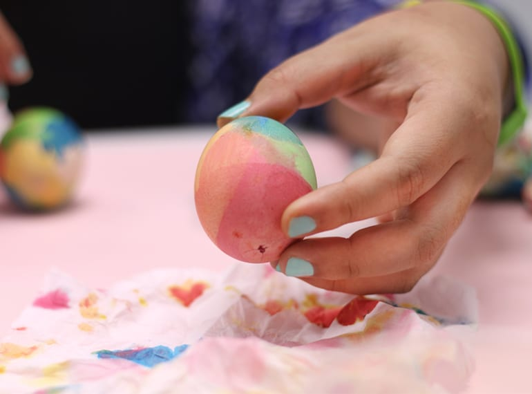 Easy Easter craft: dip-dyed eggs