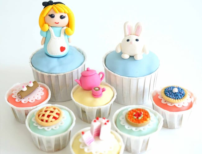 Alice in Wonderland cupcakes by Susucre