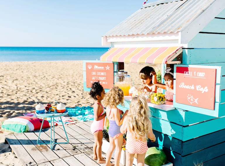 Lenzo beach party kids food hut