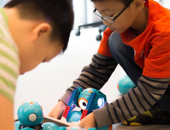 Kids program and design mechanisms for Dash robot to achieve mission objectives.