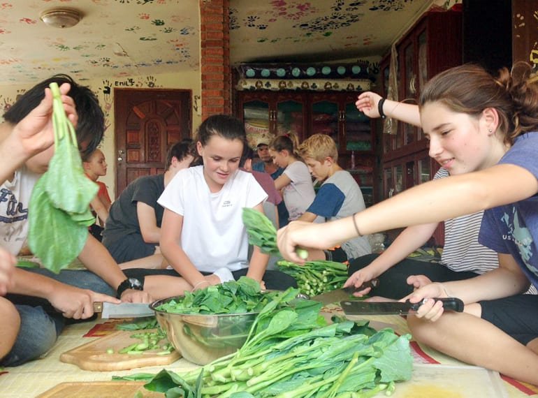 While in Thailand, students visited wet markets and learned to prepare traditional Thai dishes, which were shared with the local community.