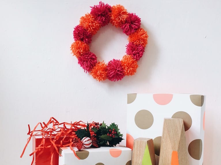 Love pompoms? This super easy DIY wreath is a great little craft project for the kids!
