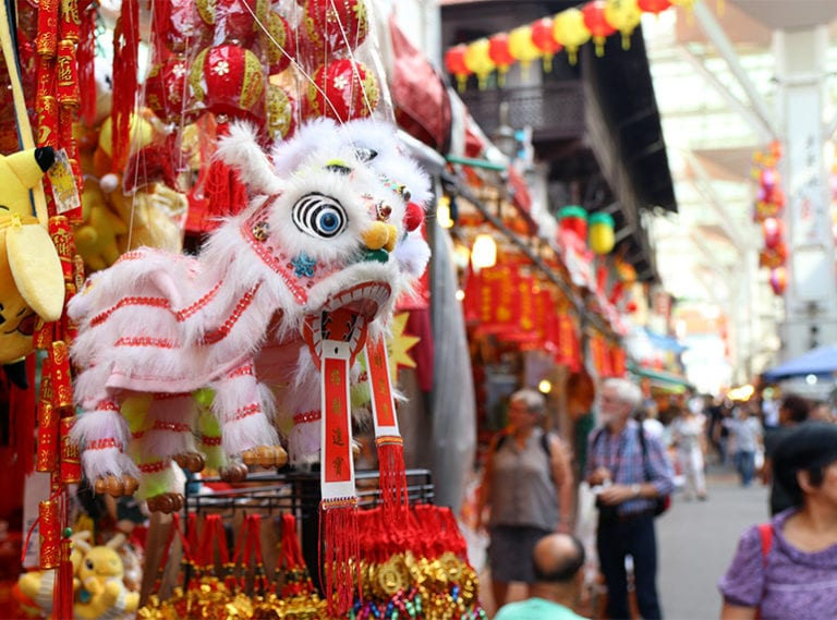 Singapore street photography: exploring colourful Chinatown
