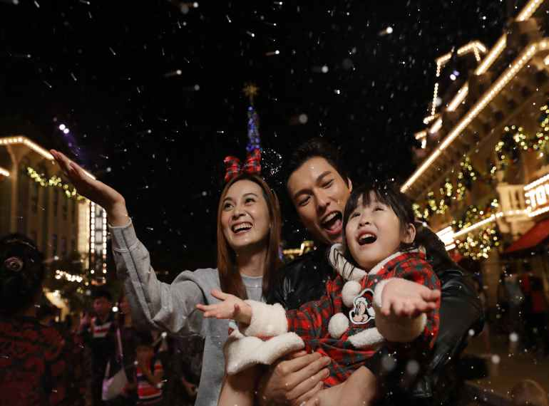 Christmas In Disneyland Hong Kong.Best Family Holidays Guide To Hong Kong Disneyland Attractions