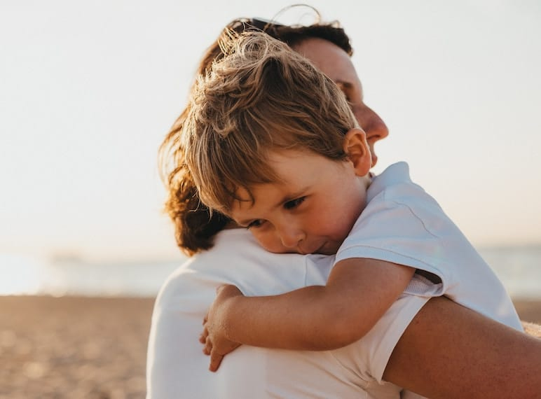 how to help kids cope when a parent is travelling