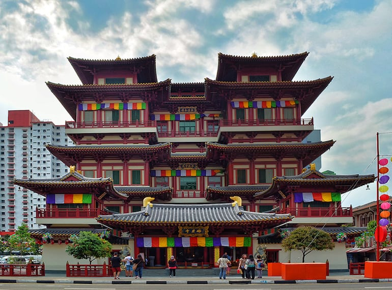 8d36ec229 The Buddha Tooth Relic Temple apart from displaying the sacred relics,  gives great insight into the history of Buddhism. Photography: Choo Yut  Shing via ...