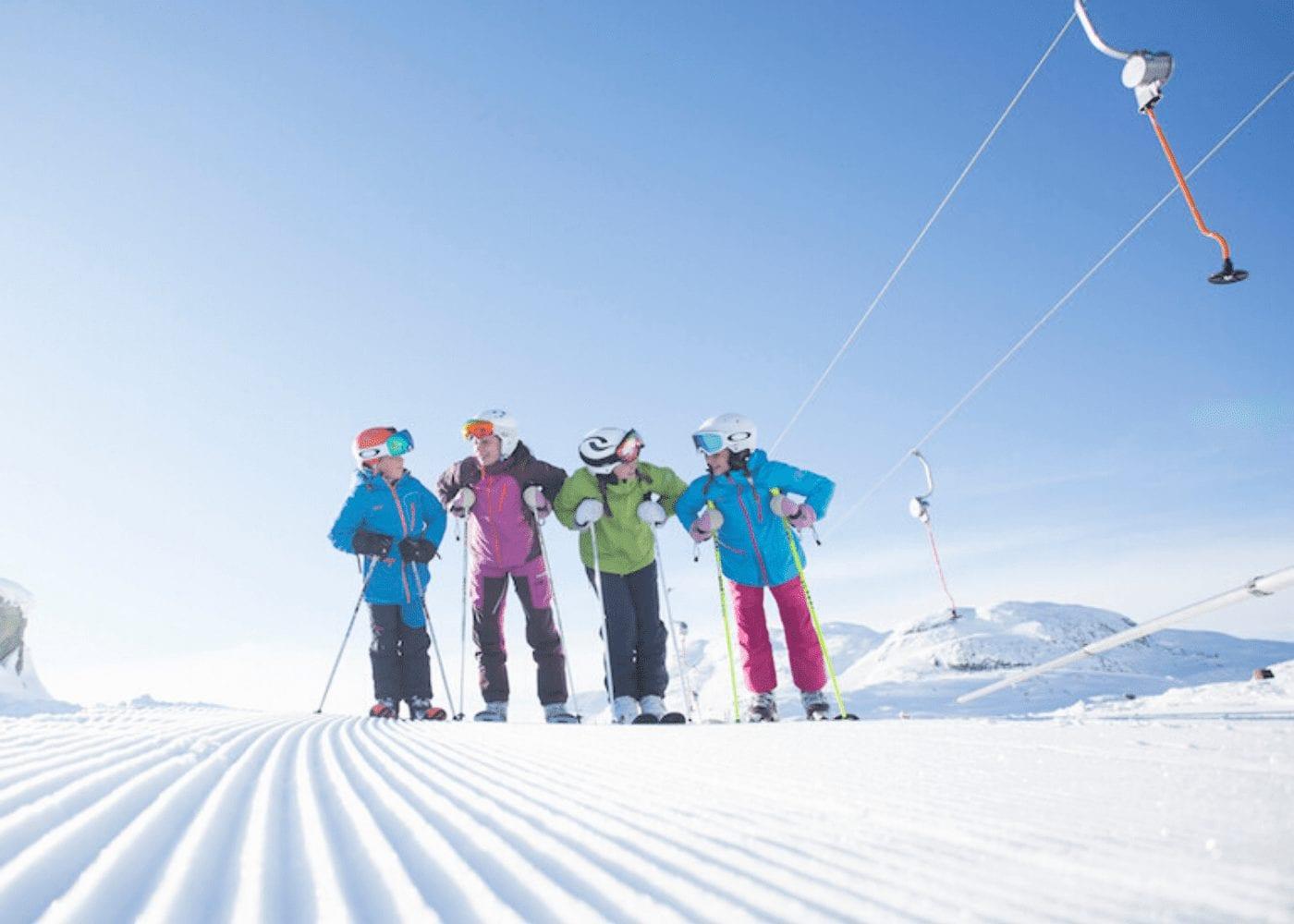 kid skiers