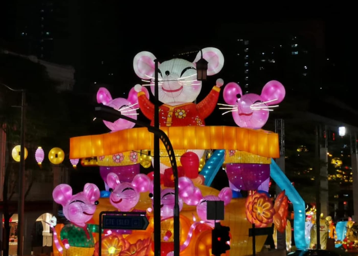 Street Light-Up in Chinatown | things to do with kids chinese new year