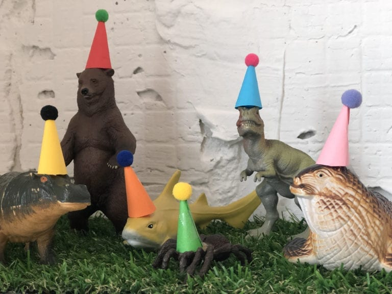 DIY alert! Mini birthday party hats for your plastic animal cake toppers to amp up the cute factor