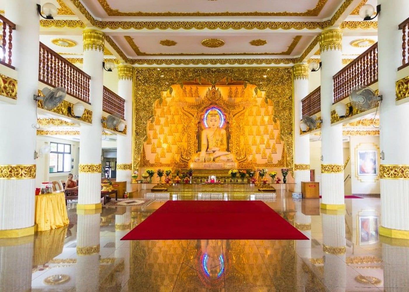 Singapore Temples: Burmese Buddhist Temple