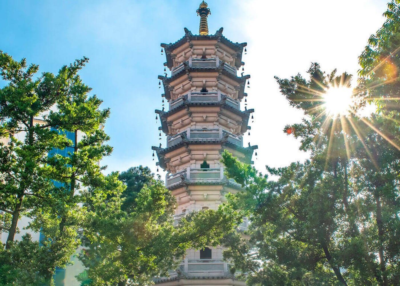 Singapore Temples: Lian Shan Shuang Lin Monastery